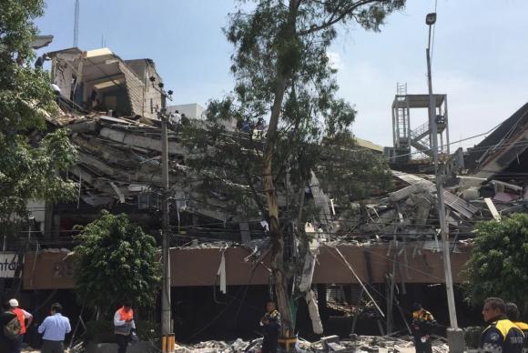 Cidade do México - Vista de um destruído durante terremoto que atingiu o México (EPA/Direitos reservados)