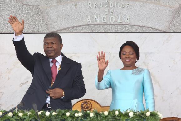 O novo Presidente de Angola, João Lourenço, acompanhado pela mulher Ana Dias Lourenço, durante a sua Tomada de posse como novo Presidente de Angola, Luanda, Angola, 26 de setembro de 2017