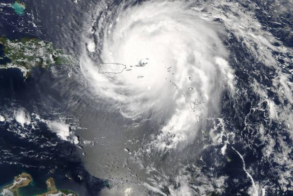 Furacão Irma sobre o Caribe, o mais forte registrado no Oceano Atlântico