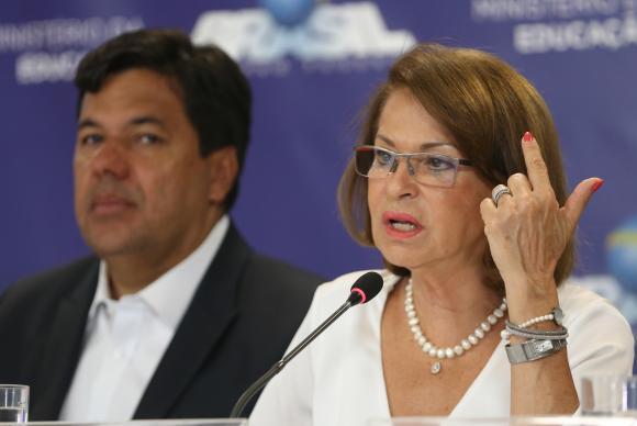 Brasília - O ministro da Educação, Mendonça Filho, e a secretária executiva do MEC, Maria Helena Castro, durante anúncio da Política Nacional de Formação de Professores (José Cruz/Agência Brasil)