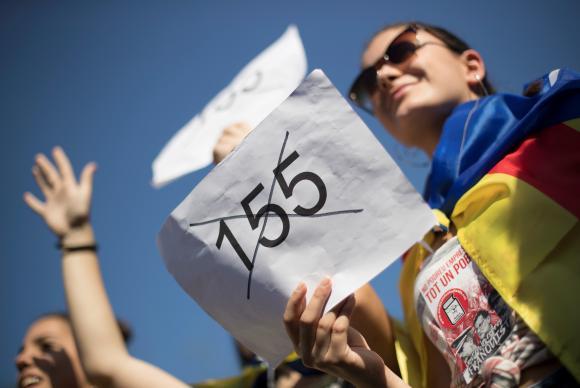 Estudantes catalães protestam contra aplicação do Artigo 155 da Constituição espanhola que autoriza o governo espanhol a retirar a autonomia da Catalunha