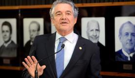 Brasília - O Tribunal Superior Eleitoral homenageia o ministro do Supremo Tribunal Federal Marco Aurélio Mello, ex-presidente da corte eleitoral (Wilson Dias/Agência Brasil)