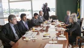 Ministro da Justiça Torquato Jardim (a esquerda) reúne-se com a presidente do STF, Cármen Lúcia