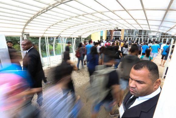 Brasília - Portões são abertos para o segundo dia do Exame Nacional do Ensino Médio (Enem) 2017 (Marcelo Camargo/Agência Brasil)