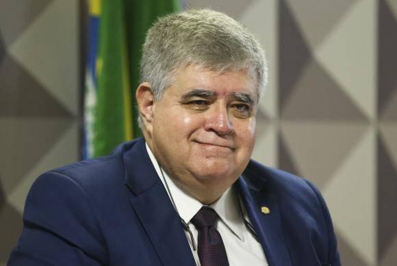 Brasília - O relator da CPMI, deputado Carlos Marun, durante reunião para ouvir o ex-presidente do BNDES Luciano Coutinho, e Márcio Lobo, advogado dos acionistas minoritários da empresa (Marcelo Camargo/Agência Brasil)