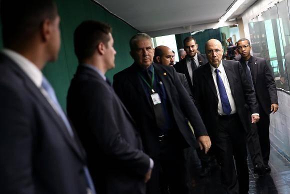 Brasília - O ministro da Fazenda, Henrique Meirelles, fala à imprensa após encontro com o presidente da Câmara dos Deputados, Rodrigo Maia (Wilson Dias/Agência Brasil)