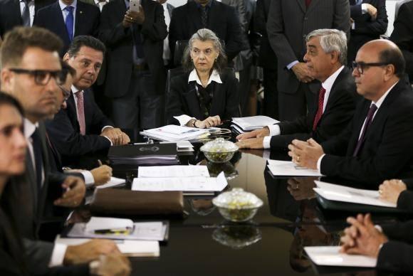 Brasília - A presidente do Supremo Tribunal Federal e do Conselho Nacional de Justiça, ministra Cármen Lúcia, participa de reunião com o governador Marconi Perillo e autoridades do estado de Goiás, no Tribunal de