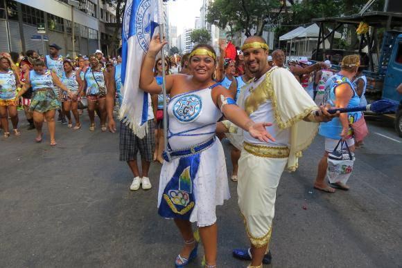 Rio de Janeiro - Blocos de rua tradicionais, como Cacique de Ramos e Bafo da Onça, entre outros, desfilam pelo centro do Rio (Vladimir Platonow/Agência Brasil)