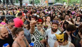São Paulo - Bloco Minhoqueens, no Largo do Arouche, região central (Rovena Rosa/Agência Brasil)