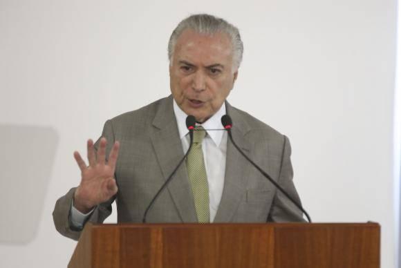 Brasília - O presidente Michel Temer anuncia recursos para expansão e modernização do Metrô do Distrito Federal. Participam da cerimônia o governador do Distrito Federal, Rodrigo Rollemberg e o ministro das Cidade