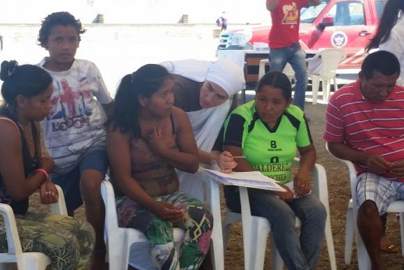 Diariamente imigrantes venezuelanos ingressam no Brasil pela fronteira com Roraima em busca de uma vida melhor