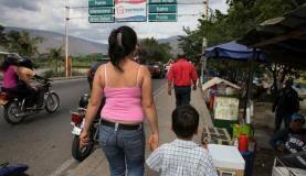 Em busca de uma vida melhor, milhares de venezuelanos têm cruzado as fronteiras com os países vizinhos