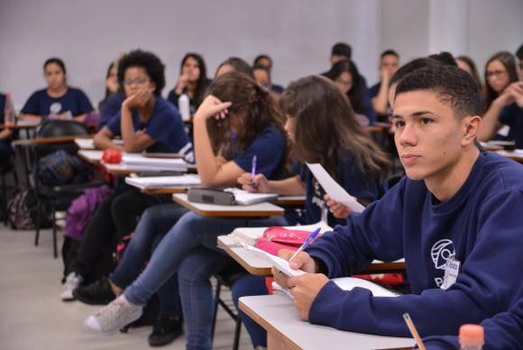 O curso de capacitação de jovens, oferecido pelo Instituto Proa, em parceria com o Senac, tem por objetivo desenvolver as competências que formam os perfis mais buscados no mercado de trabalho