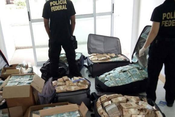 PF acha malas com dinheiro em imóvel supostamente usado por Geddel em Salvador