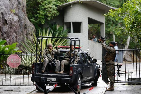 Rio de Janeiro - Uma comissão de inspetores do Gabinete de Intervenção Federal (GIF), liderada pelo chefe do GIF, General Mauro Sinott, faz inspeção no Batalhão de Operações Policiais Especiais (BOPE) da Políci