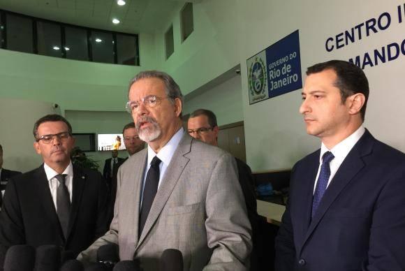 Rio de Janeiro - O ministro da Segurança Pública, Raul Jungmann, fala à imprensa sobre as investigações da morte da vereadora do PSOL, Marielle Franco, e do motorista Anderson Pedro Gomes, no CICC (Cristina Indio d