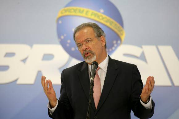 Brasília - O ministro da Segurança Pública, Raul Jungmann, fala à imprensa após reunião com prefeitos, no Palácio do Planalto (Fabio Rodrigues Pozzebom/Agência Brasil)