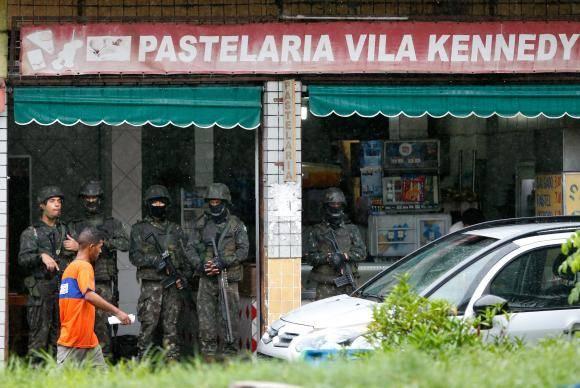 Rio de Janeiro - Cerca de 1,4 mil militares das Forças Armadas voltam à Vila Kennedy, na zona oeste da cidade (Tânia Rêgo/Agência Brasil)