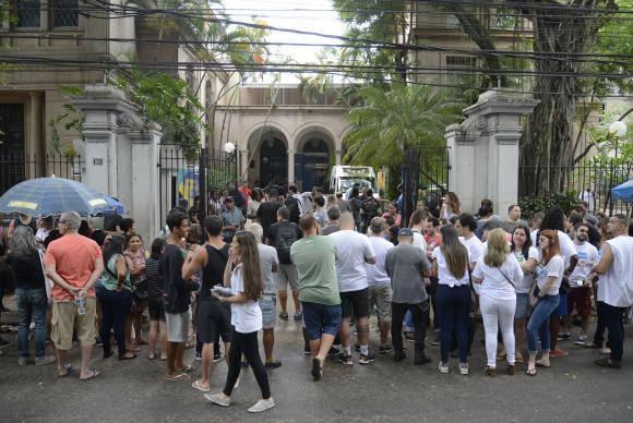 Rio de Janeiro - Candidatos chegam à Universidade Veiga de Almeida, no Maracanã, para primeiro dia de provas do Enem 2017 (Tomaz Silva/Agência Brasil)