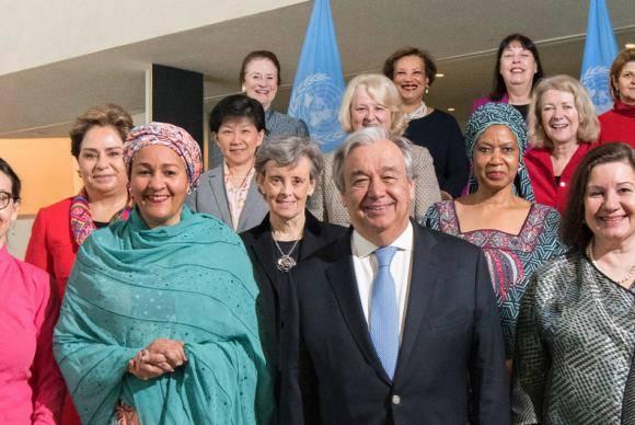 António Guterres, com algumas das mulheres que compõem parte de sua equipe de liderança