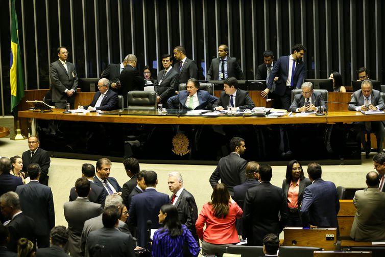Eunício Oliveira preside sessão do Congresso Nacional para analisar veto a programa de microcrédito e projetos de crédito suplementar para o Orçamento de 2018.