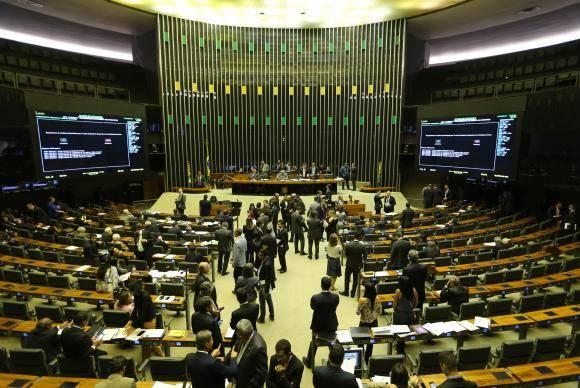 Brasília - Sessão plenária da Câmara destinada a votar medidas provisórias que trancam a pauta. Plenário inicia Ordem do Dia com votação da MP sobre concessões de rodovias (Fabio Rodrigues Pozzebom/Agência Brasil)