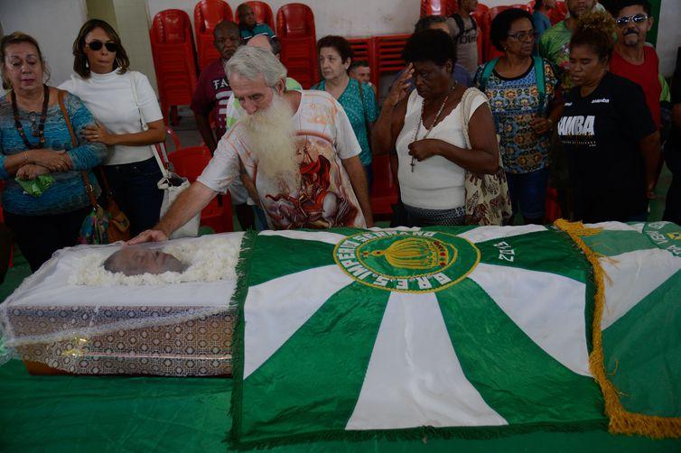 Rio de Janeiro - O corpo da cantora e compositora Dona Ivone Lara é velado na quadra da escola de samba Império Serrano, em Madureira