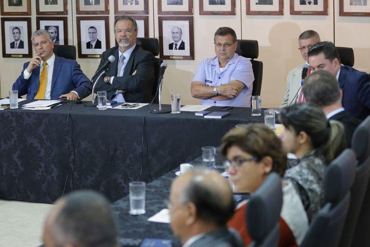 O ministro extraordinário da Segurança Pública, Raul Jungmann, reúne-se com líderes religiosos de todo o país para dar início a uma mobilização das igrejas pela Segurança Pública.