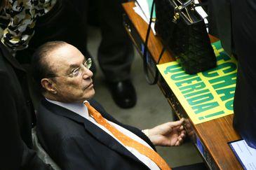 Brasília - Deputado Paulo Maluf durante sessão para votação da autorização ou não da abertura do processo de impeachment da presidenta Dilma Rousseff, no plenário da Câmara dos Deputados. ( Marcelo Camargo/Agência Brasil)