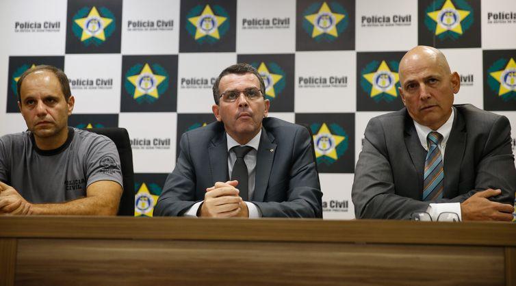 Os delegados Fábio Barucke, Rivaldo Barbosa e Gilberto Ribeiro falam sobre a Operação Nocaute, realizada para combater a atuação da milícia no Rio de Janeiro.