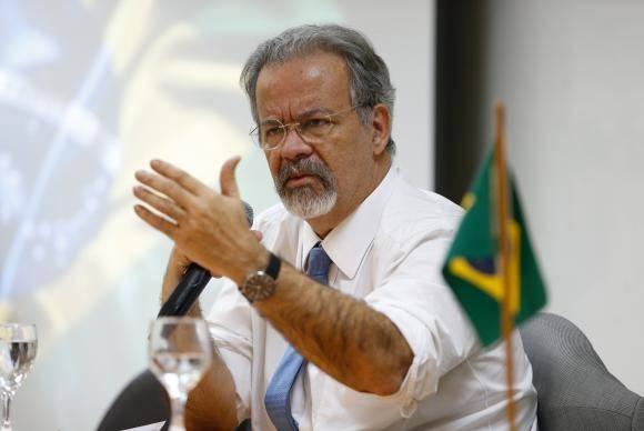 Rio de Janeiro - O ministro da Segurança Pública, Raul Jungmann, se reúne com a bancada parlamentar fluminense para discutir a situação do estado, na Escola Superior de Guerra (Tânia Rêgo/Agência Brasil)