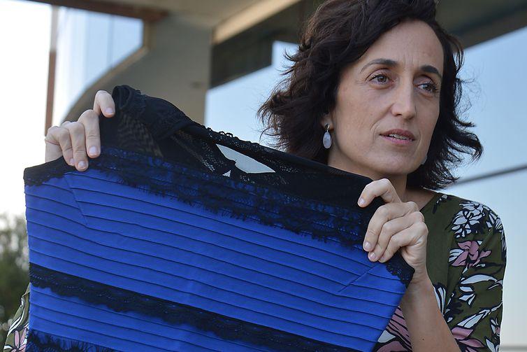 São Paulo - A neurocientista Claudia Feitosa-Santana, do Hospital Israelita Albert Einstein, realizou pesquisa sobre a percepção de cores e teve como objeto de pesquisa foto de vestido que viralizou na internet.