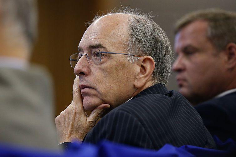 O presidente da Petrobras, Pedro Parente, participa de debate sobre o fim do monopólio na área de refino, na Fundação Getulio Vargas.