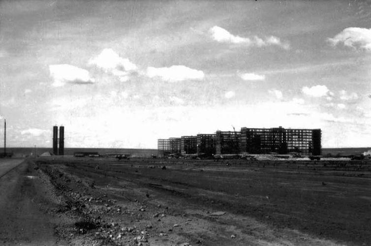 Imagens da construção de Brasília. Esplanada dos Ministérios