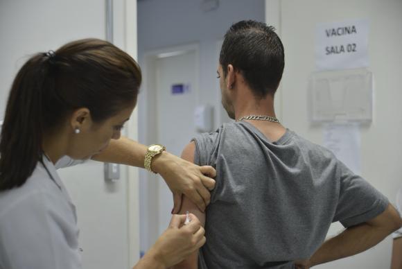 São Paulo - Campanha de vacinação contra febre amarela na Unidade Básica de Saúde Gleba do Pêssego, em Itaquera (Rovena Rosa/Agência Brasil)