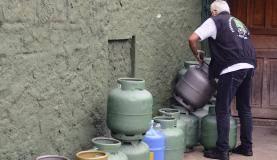 São Paulo - Agência Nacional de Petróleo (ANP) fiscaliza estabelecimento que não segue as normas de segurança e é considerado ponto de venda irregular de botijões de gás (Rovena Rosa/Agência Brasil)
