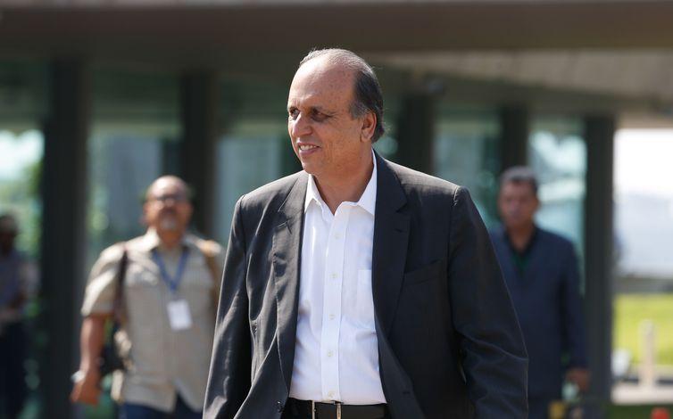 O governado do Rio de Janeiro, Luiz Fernando Pezão, durante cerimônia de entrega de 265 novas viaturas para a PM
