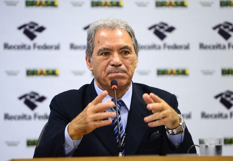 Brasília - O supervisor nacional do Imposto de Renda, Joaquim Adir, divulga detalhes do preenchimento da Declaração do Imposto de Renda Pessoa Física 2016, relativo ao exercício de 2015 (Elza Fiuza/Agência Brasil)