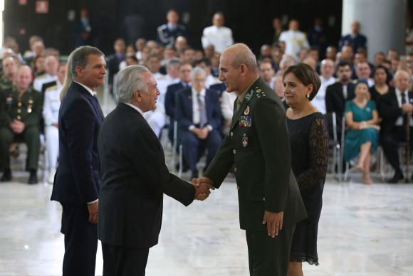Brasília - O presidente Michel Temer participa de cerimônia de apresentação dos oficiais generais recém-promovidos, no Palácio do Planalto (Valter Campanato/Agência Brasil)