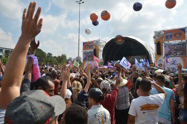 """Manifestação do dia Internacional do Trabalho, organizado pela Força Sindical, com o lema """"Emprego! Emprego! Emprego!"""", na praça Campo de Bagatelle em São Paulo."""