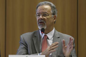 O ministro da Segurança Pública, Raul Jungmann durante a coletiva nacional sobre a segunda fase da Operação Luz na Infância – a qual combate pedófilos agindo em todo o país.