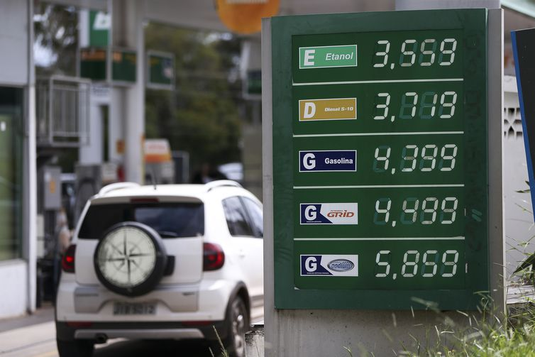 Preço da gasolina supera os R$ 4,29 em alguns postos do DF