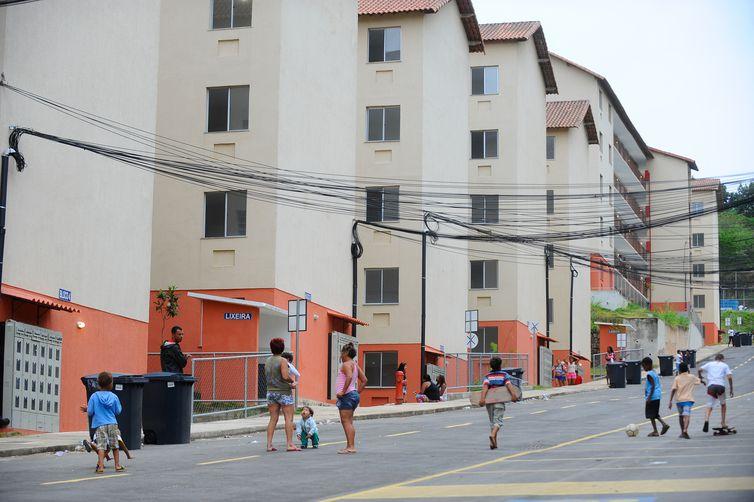 Condomínio do Programa Minha Casa, Minha Vida, em Guadalupe, zona norte do Rio, invadido na noite de domingo (9) com ajuda de criminosos armados. A Justiça determinou a reintegração de posse (Tomaz Silva/Agência Brasil)