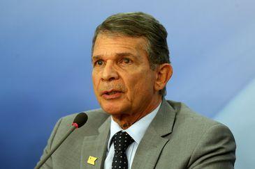 Ministro da Defesa, Joaquim Silva e Luna, fala sobre Forças Armadas garantir o abastecimento.