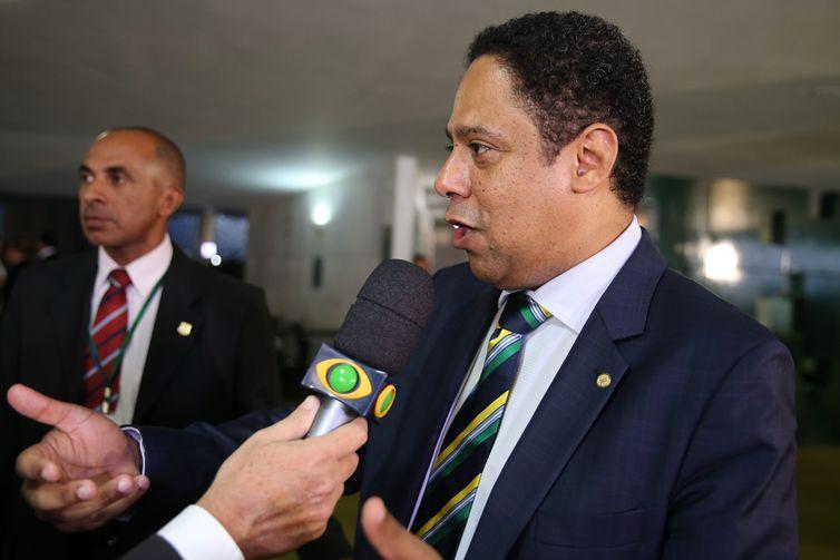 Brasília - Entrevista com o deputado Orlando Silva durante a votação do Impeachment da presidente Dilma Rousseff (Valter Campanato/Agência Brasil)