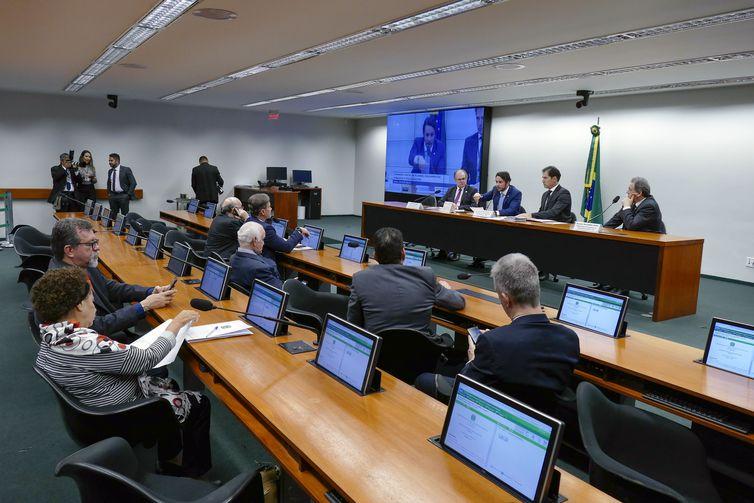 A Comissão Mista de Orçamento (CMO) aprova relatório preliminar do Projeto da Lei das Diretrizes Orçamentárias de 2019.