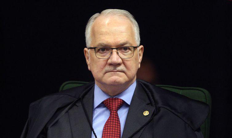 Ministro Edson Fachin durante sessão da Segunda Turma do STF para jugar ação penal proposta pela Procuradoria-Geral da República (PGR) contra a senadora Gleisi Hoffmann e seu marido, o ex-ministro do Planejamento Paulo Bernardo.