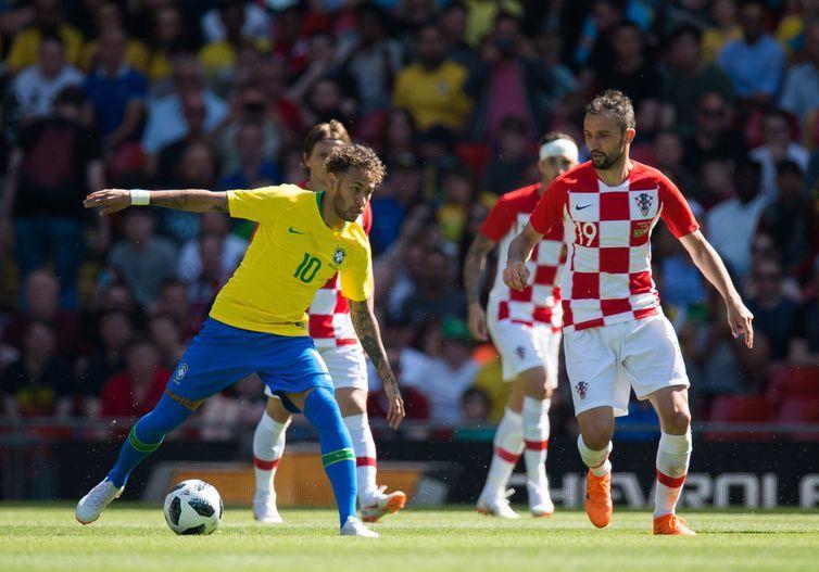 Com um gol de Neymar e um de Firmino, a seleção brasileira venceu o amistoso contra a Croácia