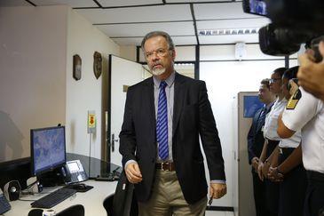 O ministro da Segurança Pública, Raul Jungmann, participa de palestra sobre o Sistema de Gerenciamento da Amazônia Azul, da Marinha, no Comando de Operações Navais.