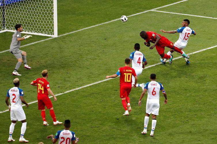 Copa 2018: Bélgica e Panamá. Romelu Lukaku, da Bélgica, marca o segundo gol da equipe.